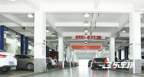 成都申蓉泓正4S店