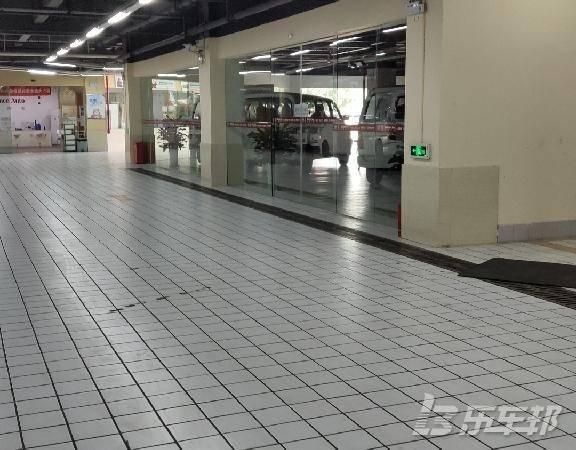 奥拓4S店保养